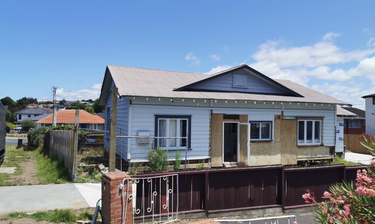 Beautiful 4 Bedroom / 2 Bathroom Character Bungalow in Auckland Priced to Sell.