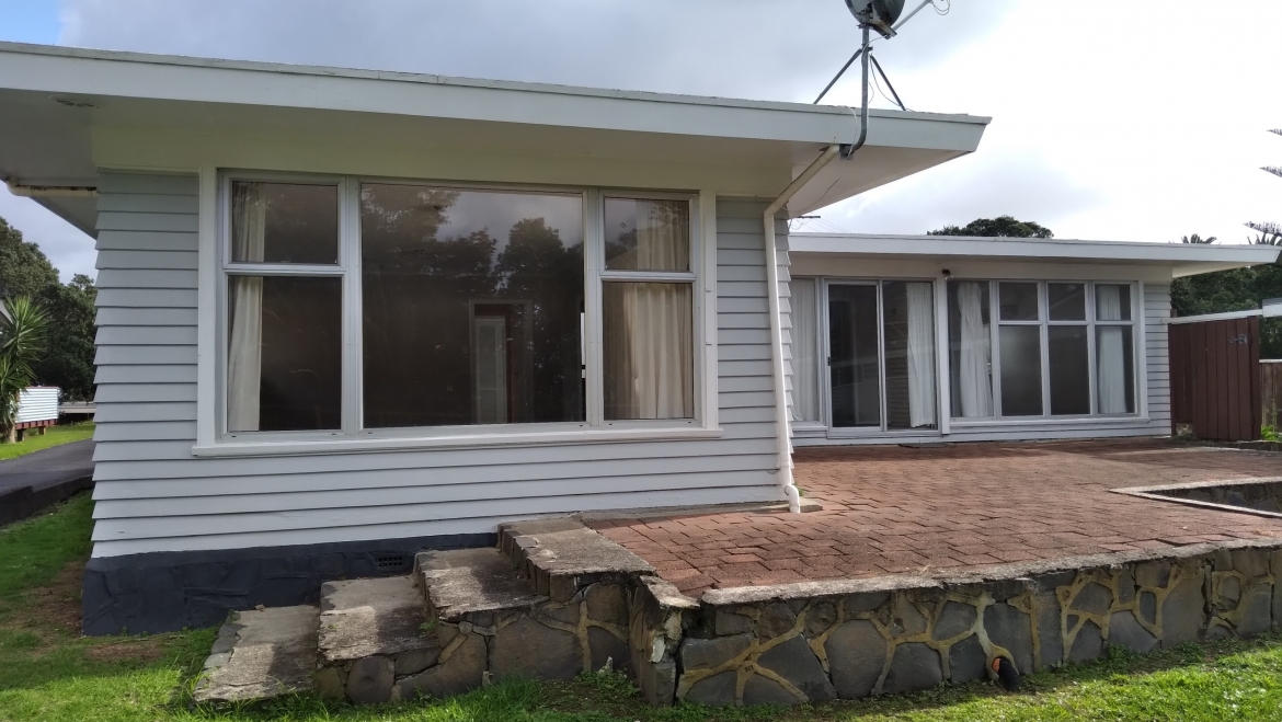 OREWA HOUSE FOR REMOVAL – 2 bedroom Cute As!!!
